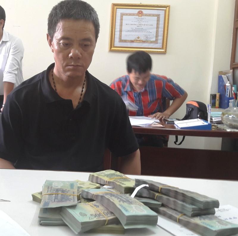 Hành khách Trung Quốc trộm hơn 400 triệu trên máy bay - ảnh 1