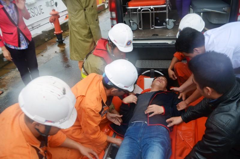 Cấp cứu một thủy thủ Trung Quốc bị nạn trên biển - ảnh 2
