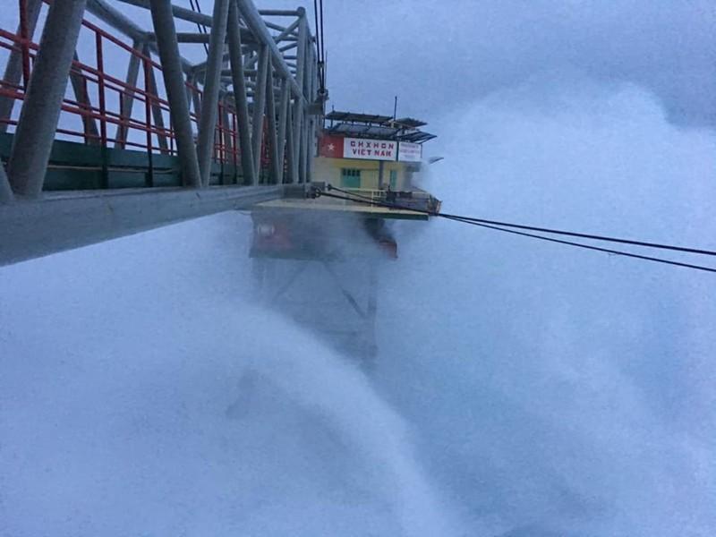 Chùm ảnh: Nhà giàn DK1 hiên ngang trước bão Tembin - ảnh 3