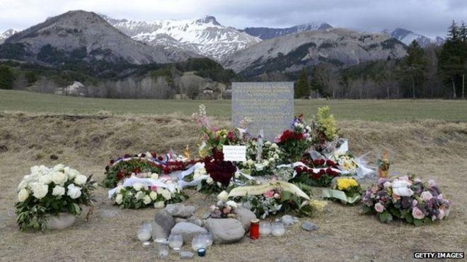 Chấm dứt tìm kiếm thi thể nạn nhân máy bay Germanwings - ảnh 1