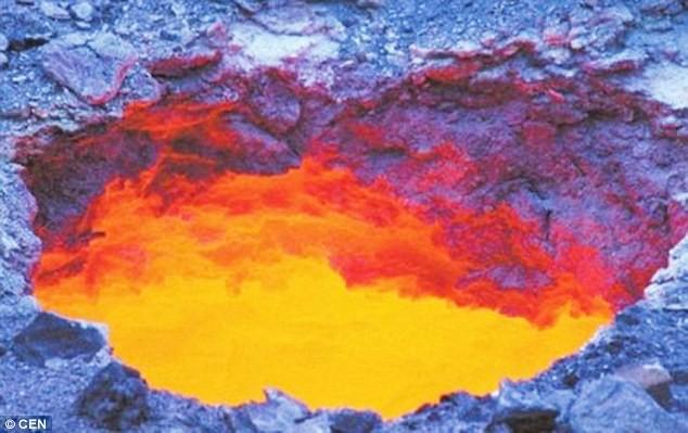 Xuất hiện 'cổng địa ngục' ở Trung Quốc - ảnh 1