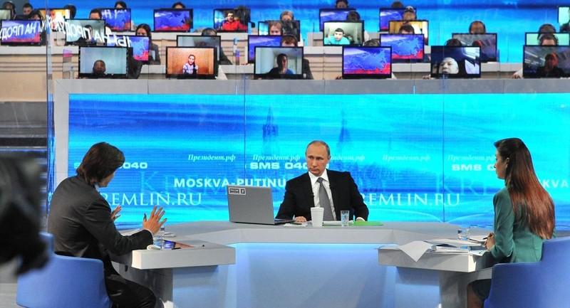 Tổng thống Putin 'đấu trí' với hàng chục câu hỏi hóc búa - ảnh 2