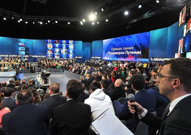 Tổng thống Putin 'đấu trí' với hàng chục câu hỏi hóc búa - ảnh 3