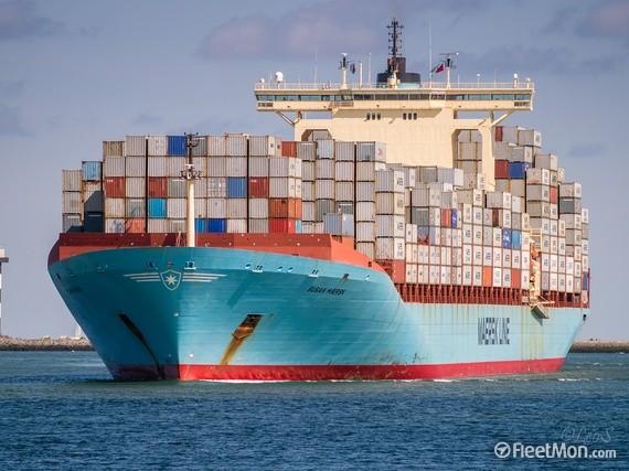 Hai tàu hàng 'khổng lồ' va chạm tại kênh đào Suez - ảnh 1
