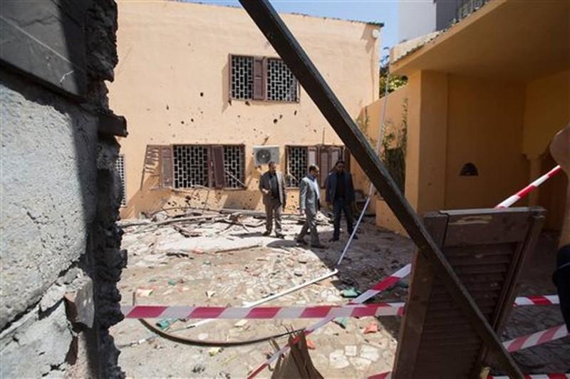 Nổ bom tại Đại sứ quán Tây Ban Nha - ảnh 1