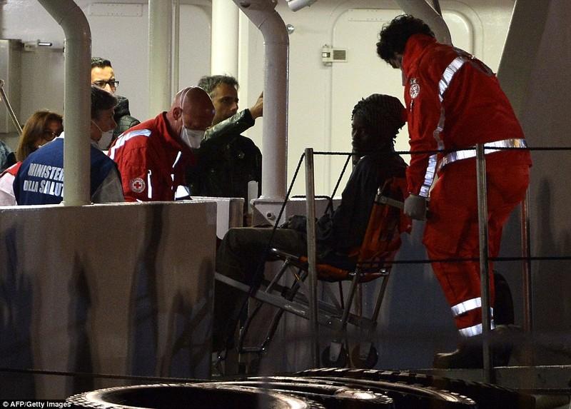 Hơn 800 người tị nạn chết trong vụ lật tàu Địa Trung Hải - ảnh 4
