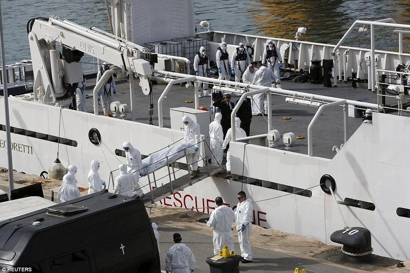 Hơn 800 người tị nạn chết trong vụ lật tàu Địa Trung Hải - ảnh 2