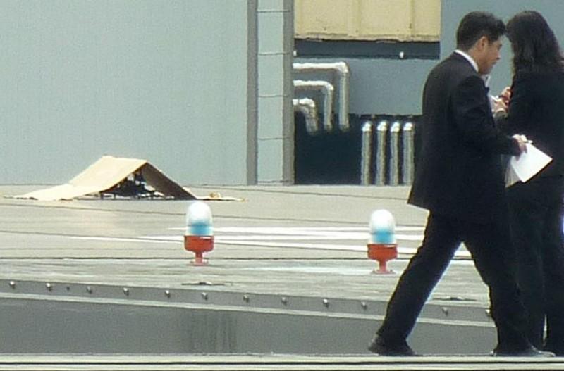 Vật thể bay nhiễm phóng xạ đáp xuống văn phòng Thủ tướng Nhật - ảnh 1