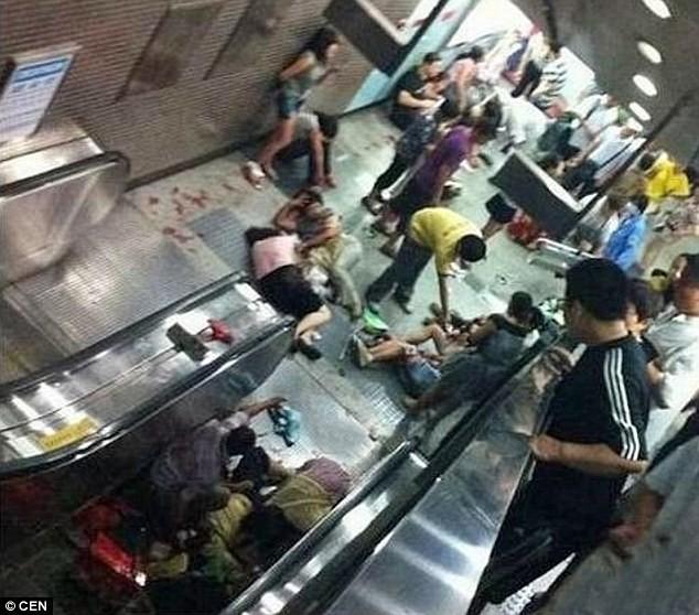 Giẫm đạp tại nhà ga Trung Quốc, nhiều người bị thương - ảnh 1
