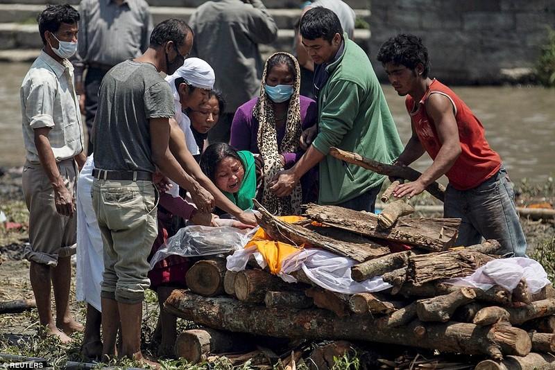 Ác mộng động đất Nepal: Xác nhận 4.310 người chết - ảnh 1