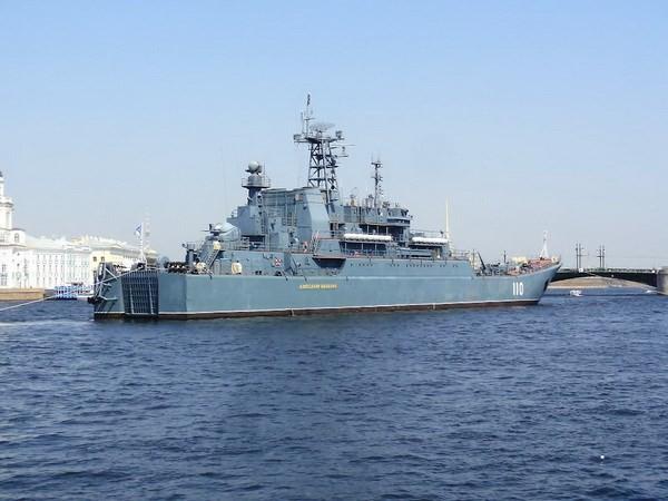 Tàu chiến và tàu ngầm Nga áp sát biên giới Latvia - ảnh 1