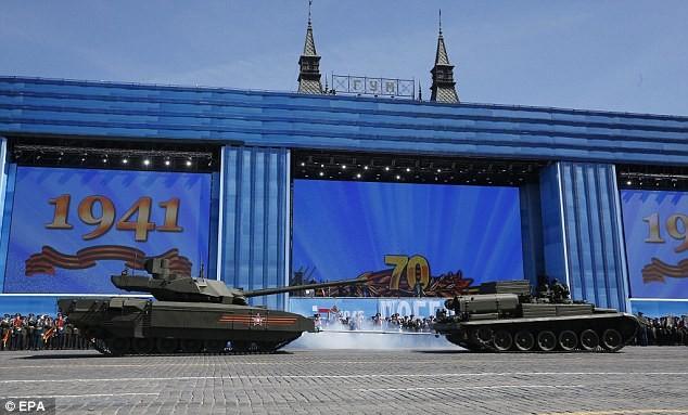 Siêu tăng Armata bất ngờ 'chết đứng' giữa Quãng trường Đỏ - ảnh 2