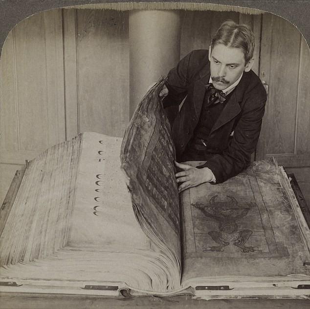 Bí ẩn 'Kinh thánh của Quỷ' viết từ thời Trung cổ - ảnh 3
