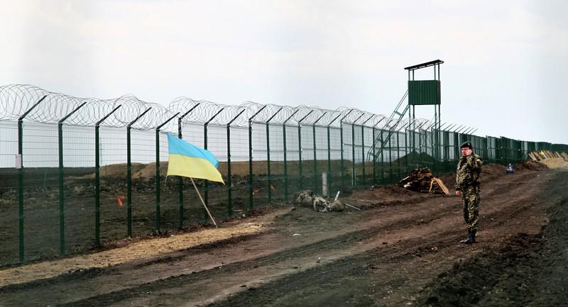 Ukraine xây 'vạn lý trường thành' biên giới Nga - ảnh 1