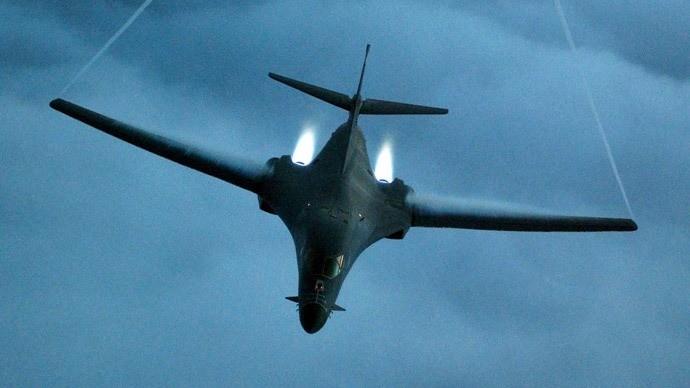 Quan chức Mỹ 'lỡ miệng' điều máy bay ném bom B1 đến Úc - ảnh 1