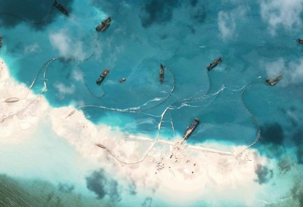 Trung Quốc ngang ngược cảnh cáo Philippines và 'các nước nhỏ' - ảnh 2