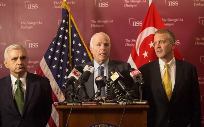 John McCain: Cần dỡ bỏ cấm vận vũ khí sát thương cho Việt Nam - ảnh 1