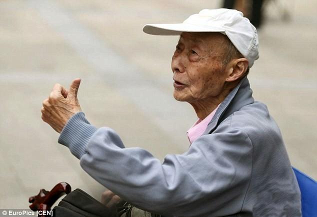 Trung Quốc: Ông cụ 86 tuổi vẫn quyết thi đậu đại học - ảnh 4