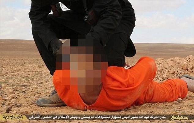 IS sáng tạo kiểu hành quyết: Lăng trì gián điệp trên thánh giá - ảnh 2