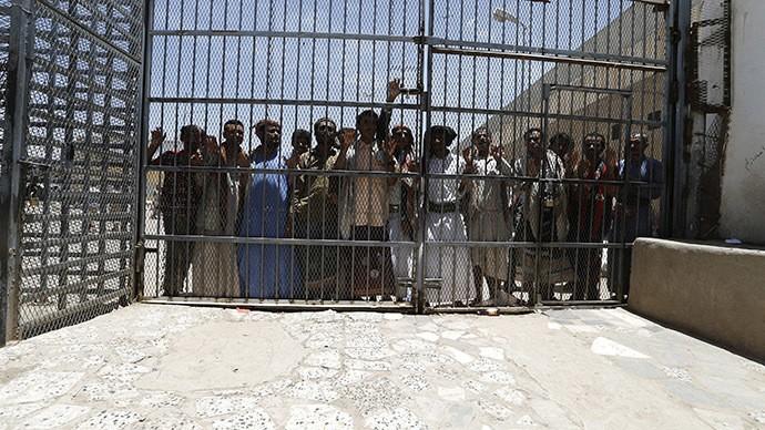 Khủng bố tấn công, 1.200 tù nhân nguy hiểm phá ngục tẩu thoát - ảnh 1