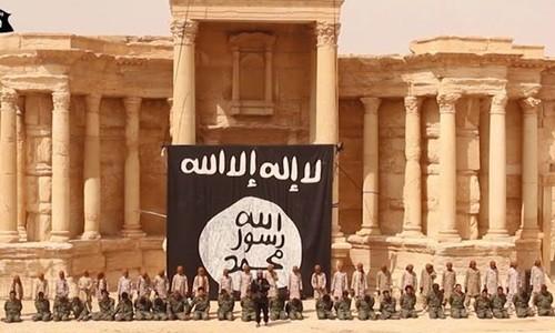 IS tung video trẻ em hành quyết 25 binh sĩ Syria - ảnh 1