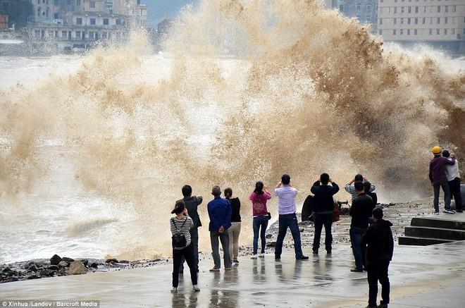 Hình ảnh của 'bộ ba siêu bão' ập vào Trung Quốc - ảnh 11