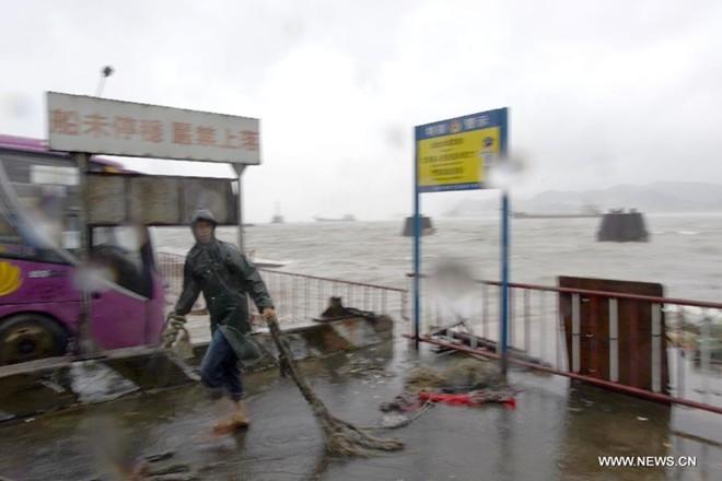 Hình ảnh của 'bộ ba siêu bão' ập vào Trung Quốc - ảnh 3