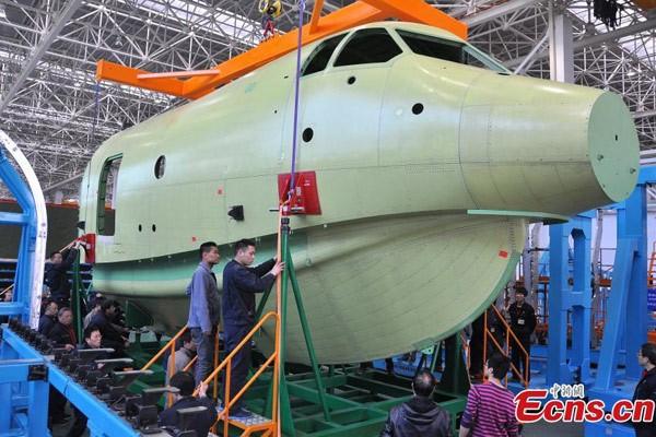Trung Quốc lắp ráp thủy phi cơ 'khủng' nhất thế giới  - ảnh 1