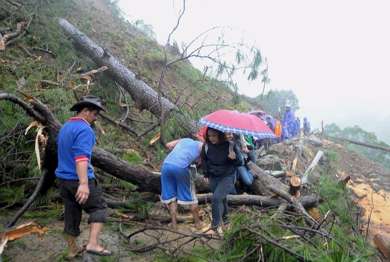 Ngập lụt kinh hoàng ở miền Bắc Philippines, 4 người chết - ảnh 1