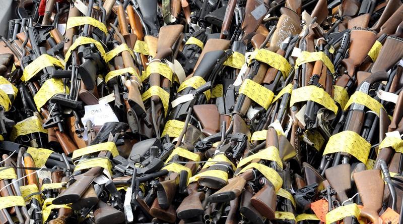 Bí mật trữ 1.200 khẩu súng, 2 tấn đạn trong nhà - ảnh 1