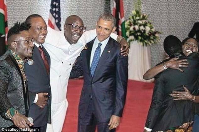 Tổng thống Obama 'chịu chơi' nhảy điệu dân tộc tại quê cha - ảnh 1