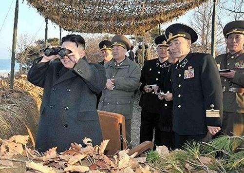 Kim Jung Un thị sát diễn tập quân sự chống Mỹ-Hàn - ảnh 1