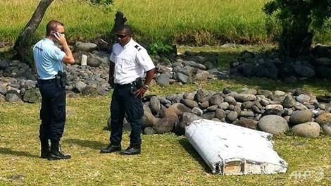 Mảnh vỡ máy bay nghi của MH370 sẽ được gửi sang Pháp - ảnh 1