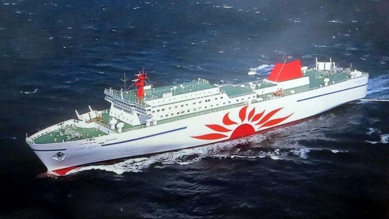 Phà biển Nhật Bản bốc cháy, gần 100 người sơ tán - ảnh 1