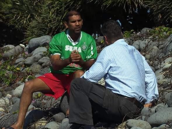 Người đàn ông kể lại khoảnh khắc phát hiện 'mảnh vỡ MH370' - ảnh 1
