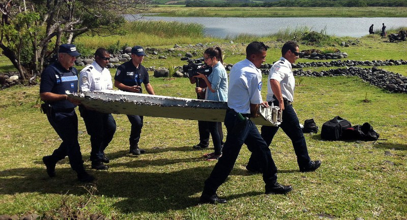 Thủ tướng Malaysia xác nhận mảnh vỡ thuộc máy bay MH370 - ảnh 2