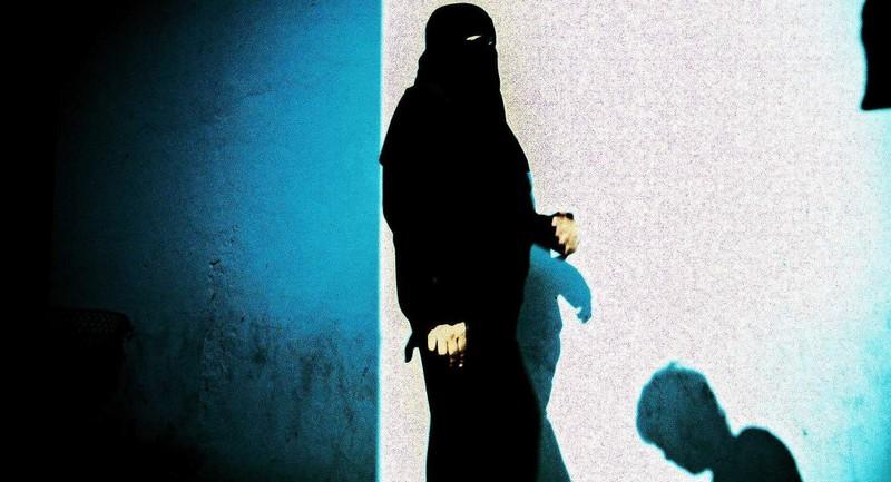 Lộ mức giá mua bán tại 'chợ nô lệ' của tổ chức IS - ảnh 1