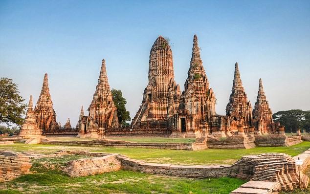 Nhảy gợi cảm trước đền thờ, 2 phụ nữ Thái bị kiện - ảnh 2