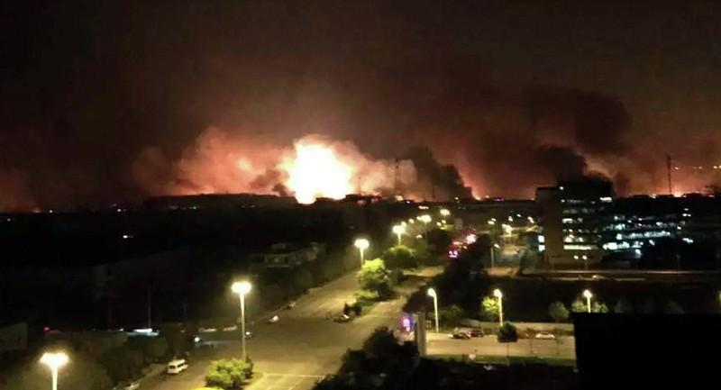 Nổ kinh hoàng tại Trung Quốc, sức công phá đến 21 tấn thuốc nổ - ảnh 1
