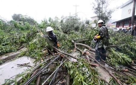 Phlippines đón siêu bão Goni, hàng trăm người di tán - ảnh 1