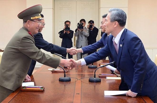 Hàn Quốc đàm phán với Triều Tiên dỡ bỏ trừng phạt - ảnh 1