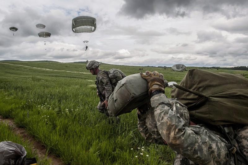 NATO tập trận nhảy dù quy mô nhất từ sau Chiến tranh Lạnh - ảnh 2