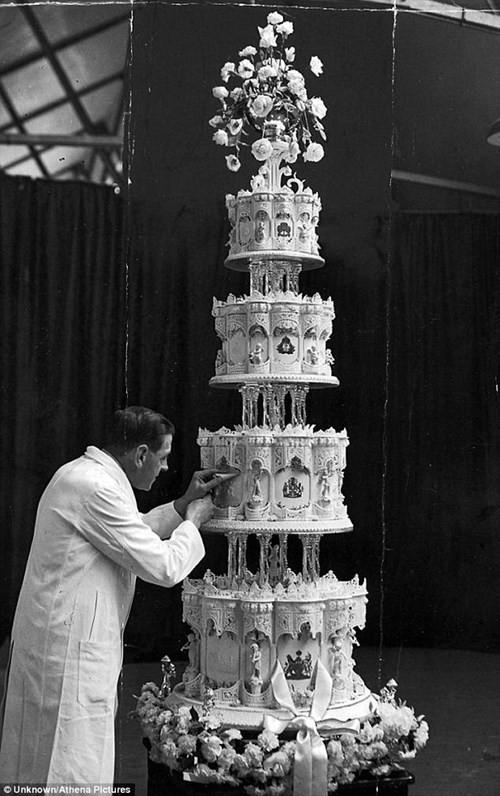 Bánh cưới của Nữ hoàng Anh sau 68 năm vẫn nguyên vẹn - ảnh 1