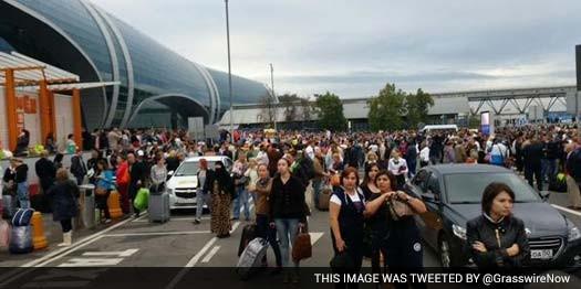 Nga di tản 3000 người khỏi sân bay thủ đô do cháy - ảnh 1