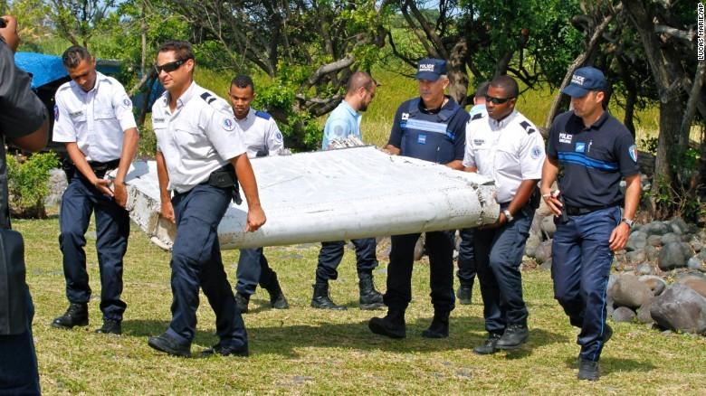 Phát hiện thêm vật thể lớn nghi mảnh vỡ máy bay gần đảo Reunion - ảnh 1