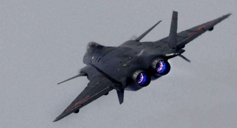 Trung Quốc 'cho ra lò' tên lửa không-đối-không thế hệ năm - ảnh 1