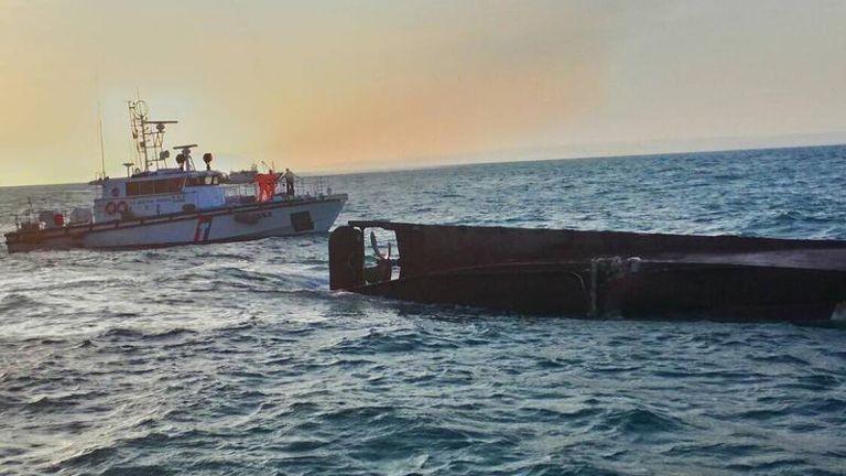 Đài Loan: Lật tàu đánh cá, 9 người đi mất tích  - ảnh 1