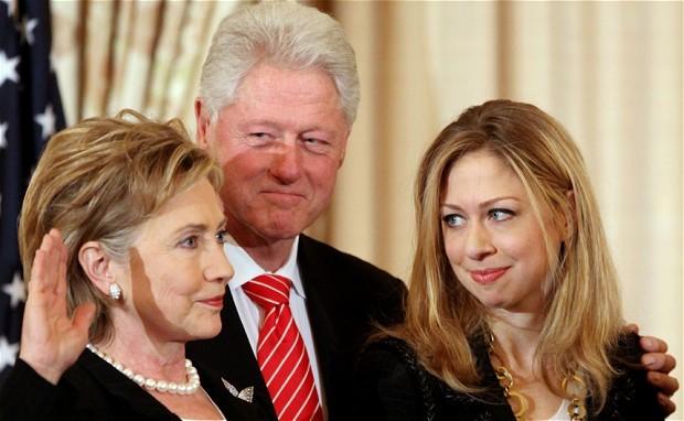 Bà Hillary từng hai lần từ chối lời cầu hôn của Bill Clinton - ảnh 1