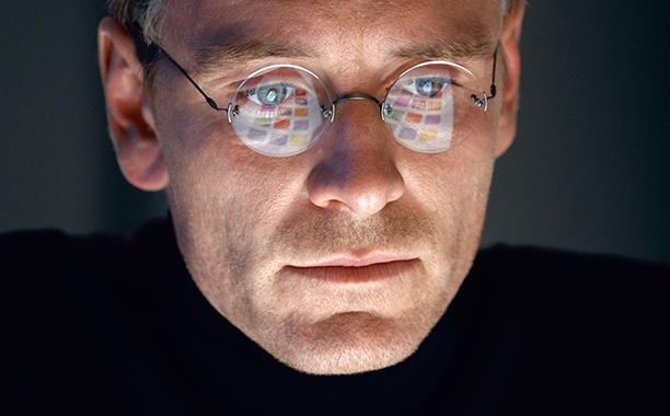 Khẩu chiến: Nhà làm phim Steve Jobs bảo 'ông chủ' Apple to gan - ảnh 1