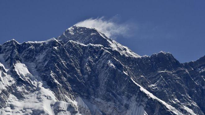 Nepal cân nhắc hạn chế người khuyết tật leo Everest - ảnh 1